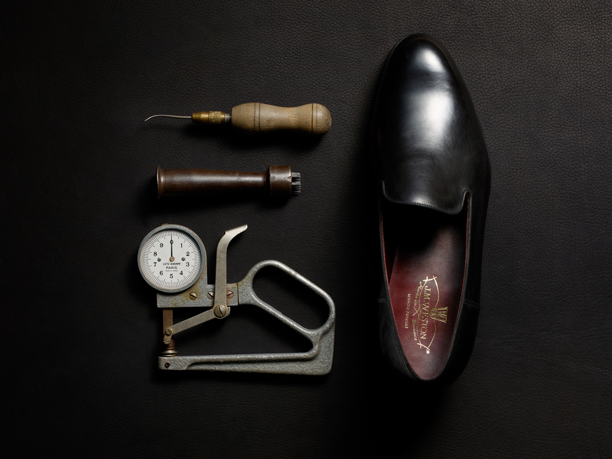 J.M. WESTON ULTRA. Mocassin Manufacture française Made in France Soulier Luxe Outils Savoir-Faire